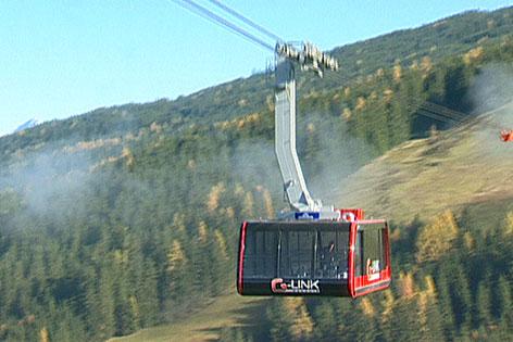 08.11.2013 - Seilbahn quer über Tourismusort